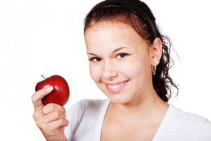 dieta - ragazza con mela