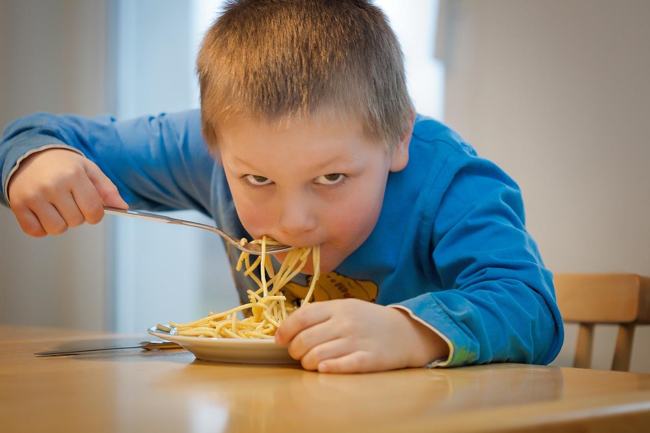 I bambini e il cibo. Strategie pratiche per portare a termine con successo l'educazione alimentare