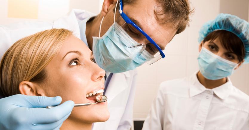 Cosa è lo sbiancamento dentale?