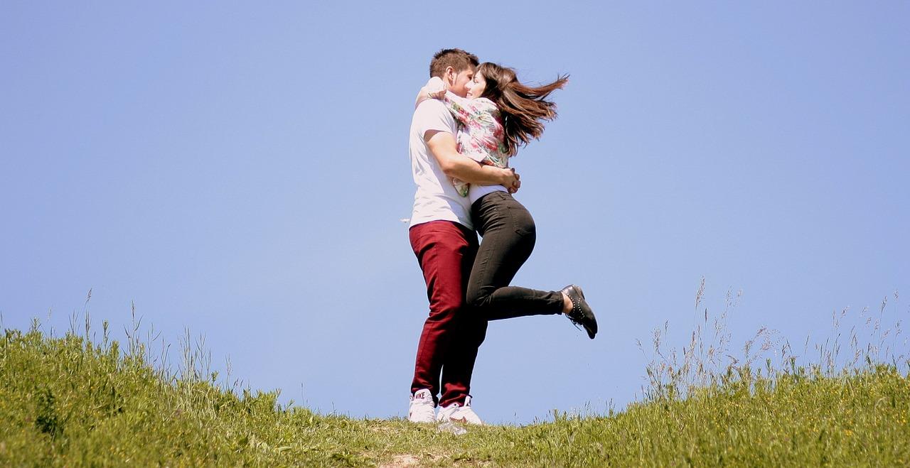 Per 7 esperti su 10 il bacio aiuta a vivere meglio