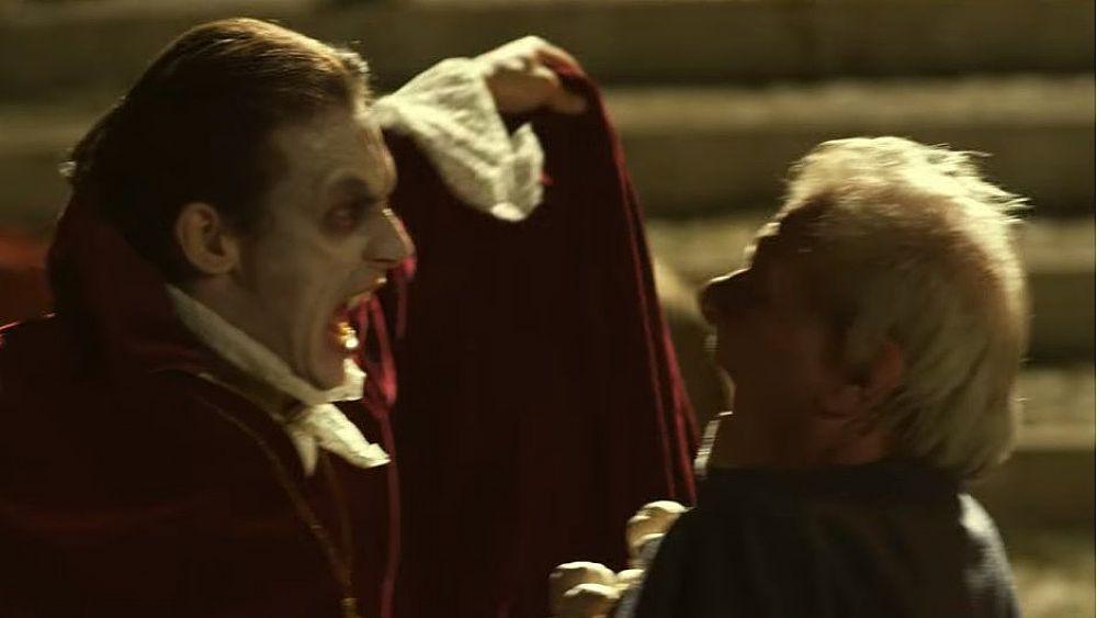 Batteri e vampiri, minacce che tornano: uno spot in chiave horror con Ricky Tognazzi per promuovere il buon uso degli antibiotici