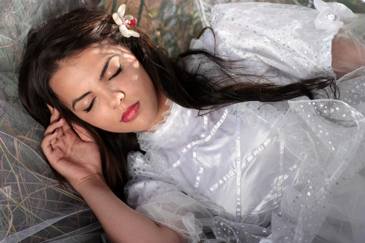 Le donne devono dormire di più perché usano più il cervello